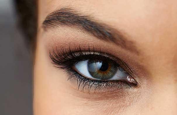 مراحل کشیدن خط چشم دائم